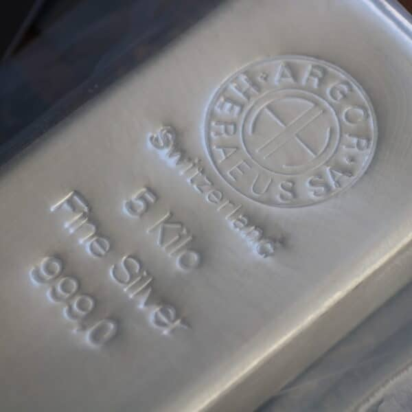 Sølvbarre på 5 Kg fra Argor Heraeus i Schweiz. Vitus Guld forhandler sølvbarre til investering